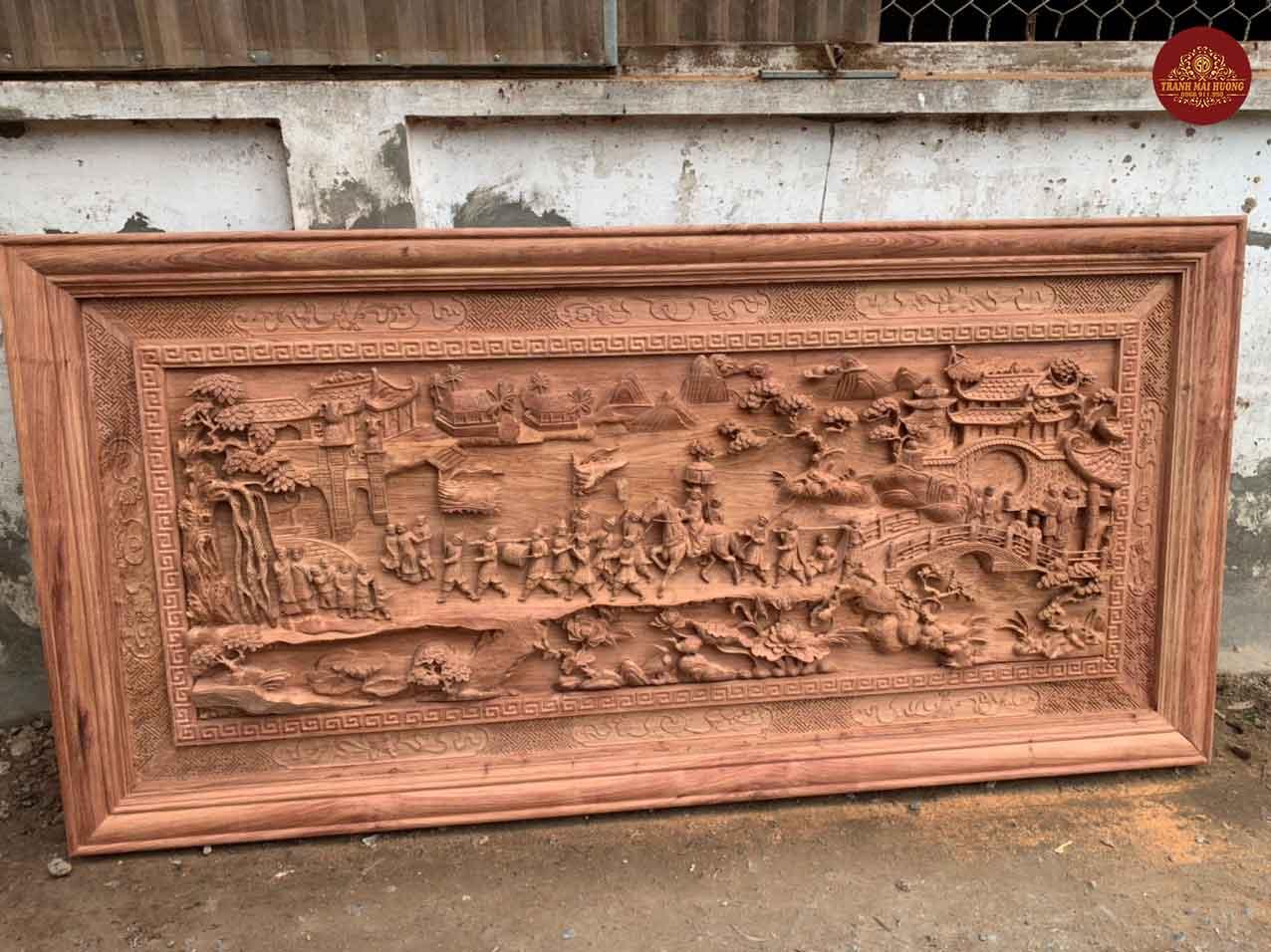 Tranh vinh quy bái tổ gỗ hương đá đục tay nét. KT: 237x117x8.