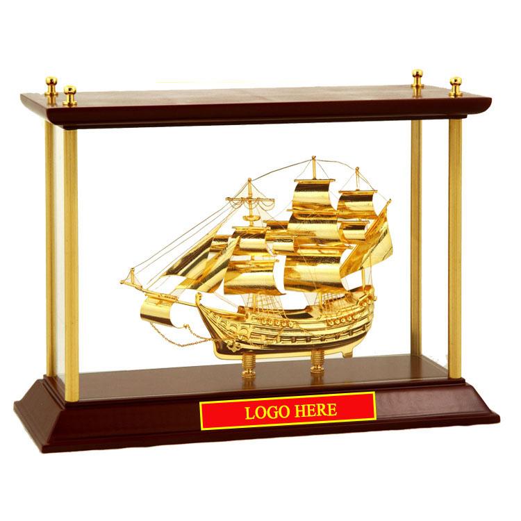 Mô-hình-Thuyền-buồm-mạ-vàng-24k-khung-kính-KK11