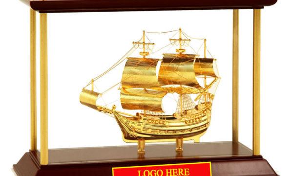 Mô-hình-Thuyền-buồm-mạ-vàng-24k-khung-kính-KK12