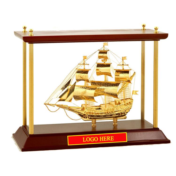 Mô-hình-Thuyền-buồm-mạ-vàng-24k-khung-kính-KK14