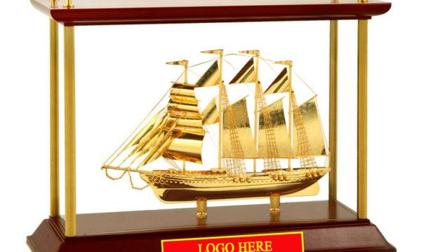 Mô-hình-Thuyền-buồm-mạ-vàng-24k-khung-kính-KK15