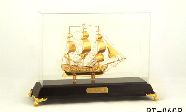 Mô hình thuyền buồm mạ vàng 24k BT-06GP