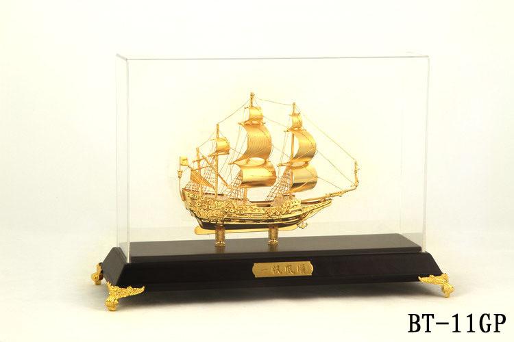 Mô hình thuyền buồm mạ vàng BT-11GP