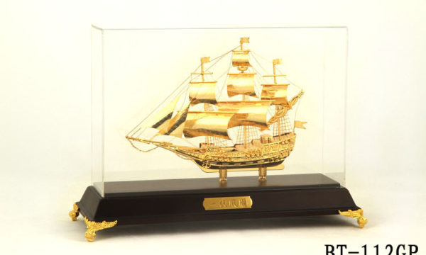 Mô hình thuyền buồm vàng BT-112GP