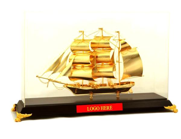 Mô hình thuyền buồm vàng cao cấp BT-212GP