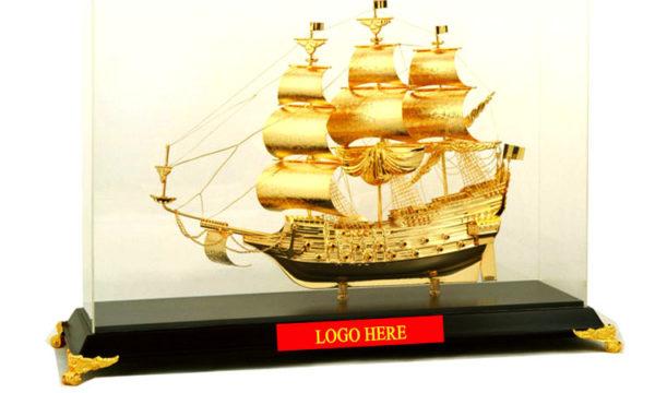 Mô-hình-thuyền-buồm-vàng-cao-cấp-BT-215GP